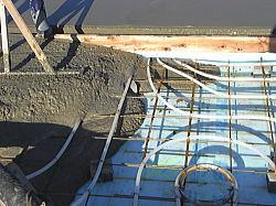 蓄熱用のコンクリート打ち込み